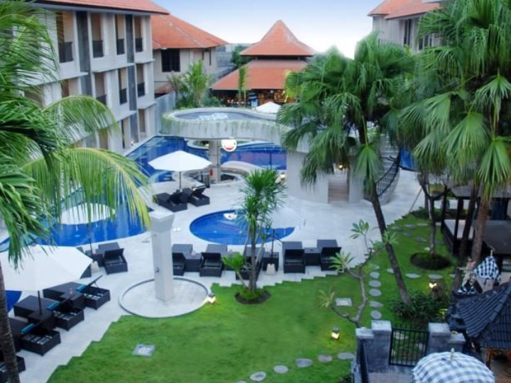 Grand Barong Resort - Outdoor Pool Area
